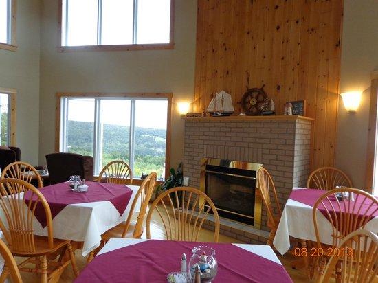 Falcon Ridge Inn: Breakfast with a million dollar view