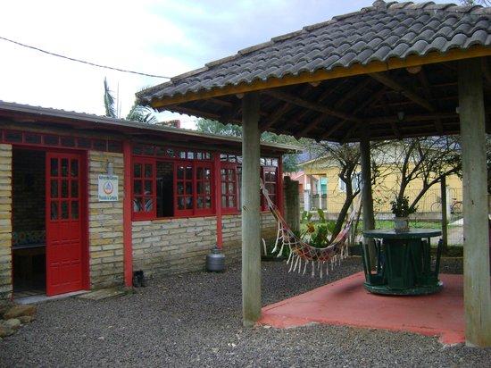 Hostel Nativos dos Canyons: área externa com rede