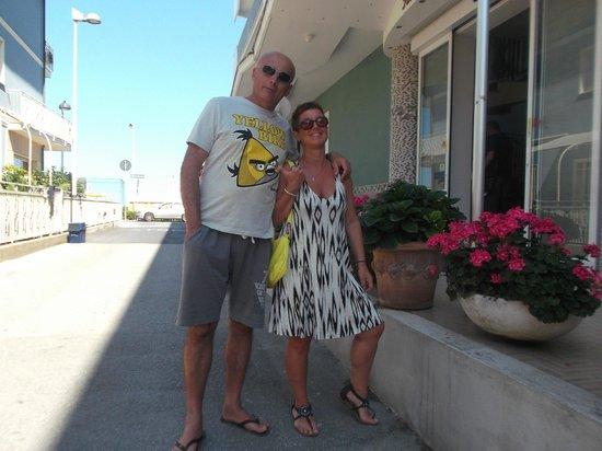 Hotel Riviera : io e Ste all'ingresso