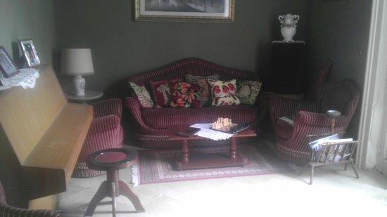 Bed & Breakfast Margherita: salotto, posto ideale per leggere il giornale