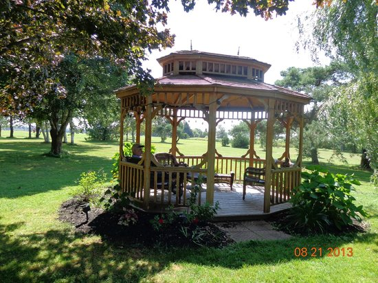 Clark's Sunny Isle Motel : Beautiful grounds