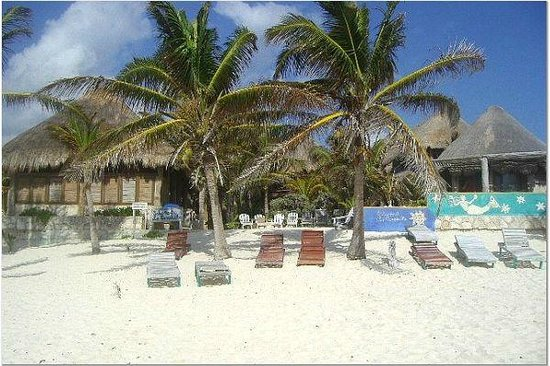 Hotel CalaLuna Tulum: View of cabanas from beach