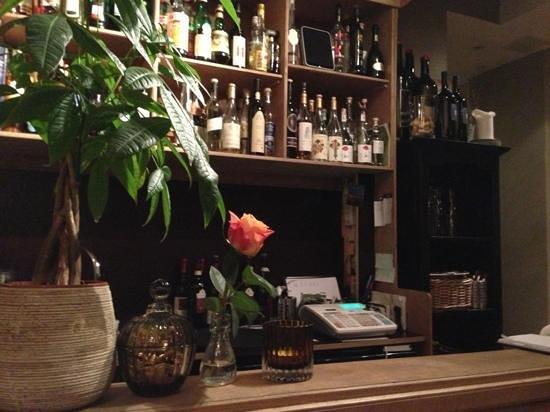 Trattoria La Strega: Bordet rett ved baren