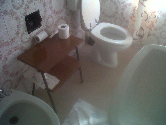 Hotel Stiefel : qui il bagno. ..commentate voi ...
