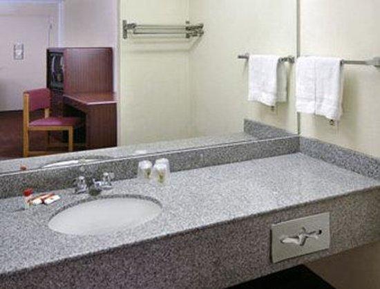 Inn of Rockwall : Bathroom