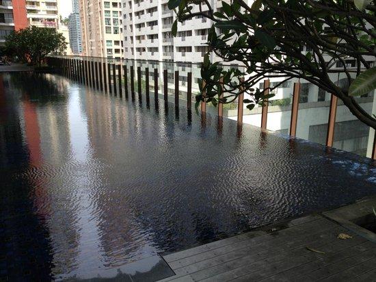 Hansar Bangkok Hotel : Piscine