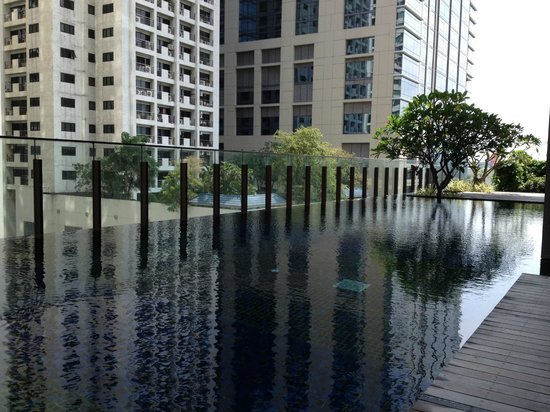 Hansar Bangkok Hotel: Piscine