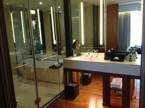 Hansar Bangkok Hotel : Salle de bains