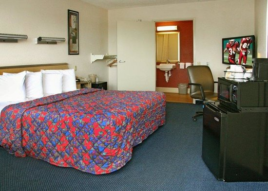 Red Roof Inn Knoxville - University of Tennessee : ADA Accessible Room