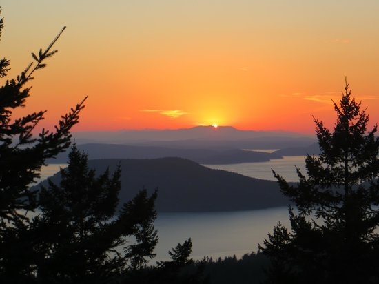 Anacortes, Etat de Washington : Sunset from Mount Erie