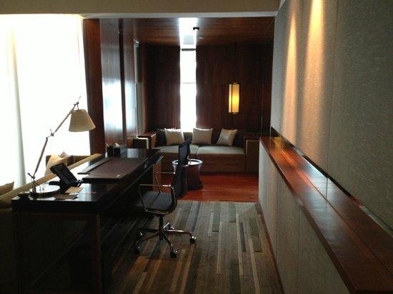 Hansar Bangkok Hotel : Bureau et dépendances
