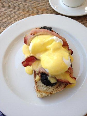 The Eatery Hermanus: Eggs benedict