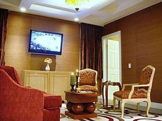 The Rocky River Inn: Livingroomtwobedroomssuite Copy