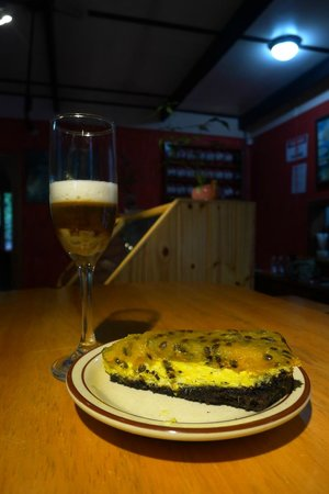 Stella's Bakery: Fig and Condensed Milk Espresso with Passion-Fruit Cheesecake