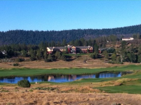 Running Y Ranch Resort: View of Lodge from walking trail