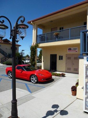 Howard Johnson Marina at Monterey Bay: Lobby Entry