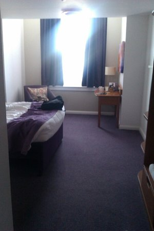 Premier Inn Kidderminster Hotel: Large room