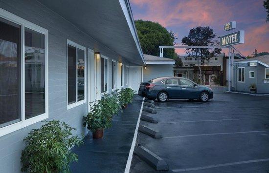 Santa Monica Motel: Motel Grounds