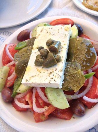 Taverna Mesa Pigadia: insalata greca