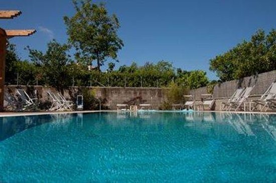 B&B Il Roseto: Pool