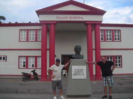 Playa Caribe : Palacio Municipal de Juangriego