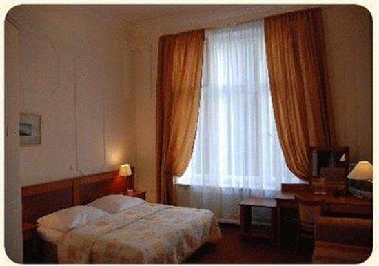Hotel-Pension Savoy near Kurfurstendamm : Room