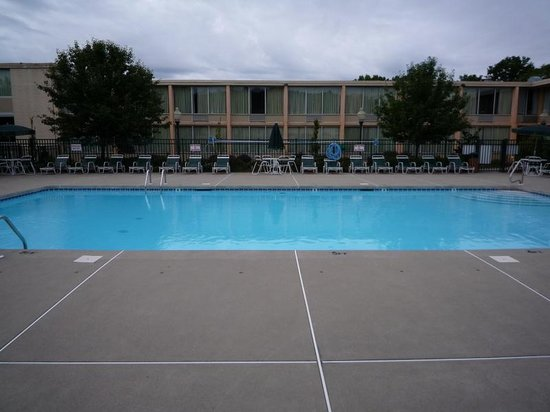 Days Inn Bridgewater Conference Center Somerville Area : プール