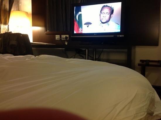 Safir Doha Hotel: tv