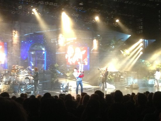 Raiding The Rock Vault: Great lighting and sound production
