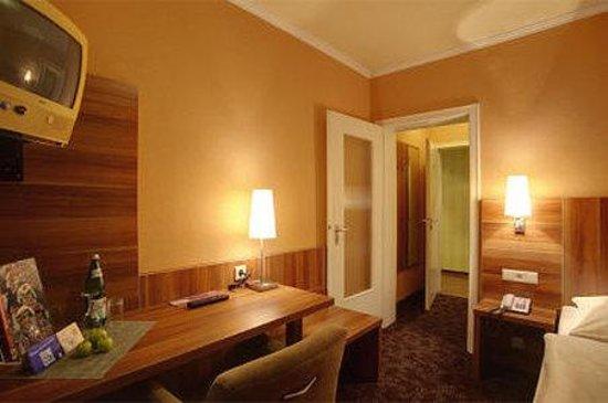 Rheinland Hotel: Room