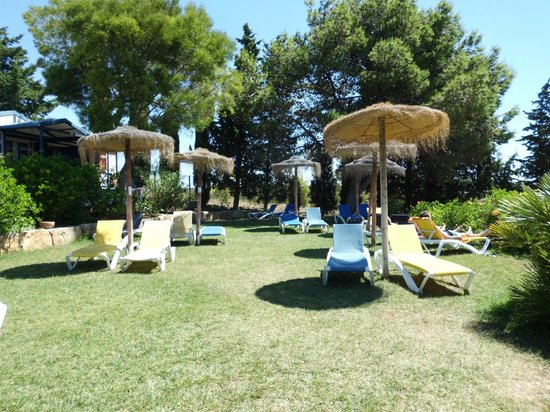 Yelloh! Village Turiscampo: zona de hamacas en la piscina