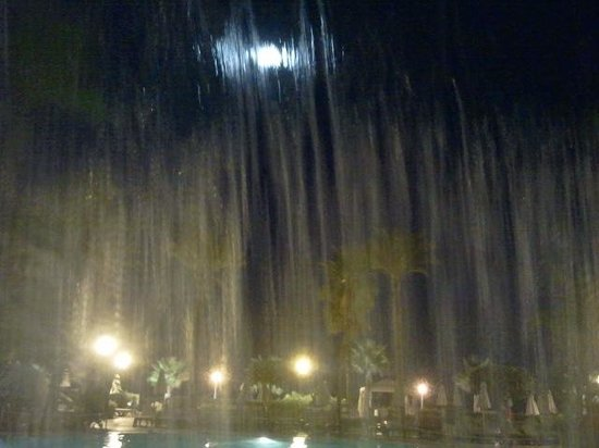H10 Estepona Palace: Catarata piscina