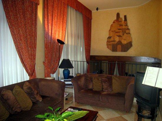 Hotel Del Borgo : Lobby with plush couches