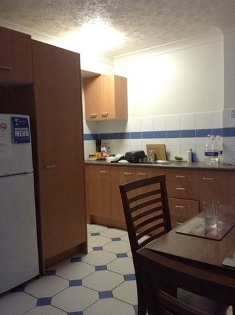 Costa D'Ora Apartments: Fully supplied kitchen