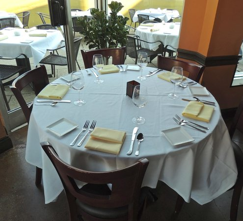 Seviche A Latin Restaurant : Table setting