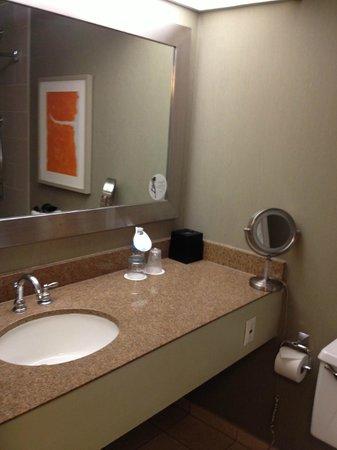 The Westin Indianapolis: Double Bathroom