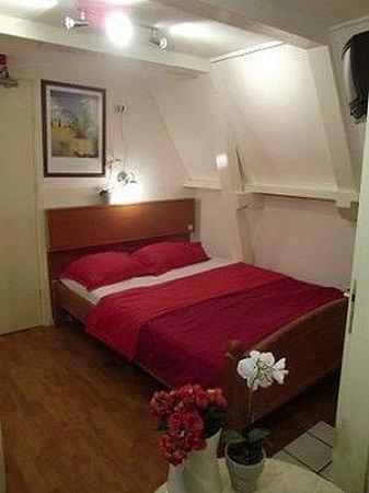 Hotel Ajax: Room