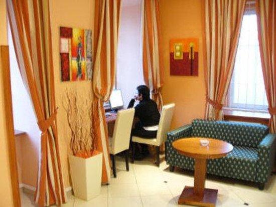 Hotel 123: Interior