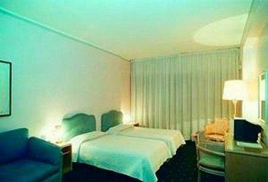 Summit Hotel: Room
