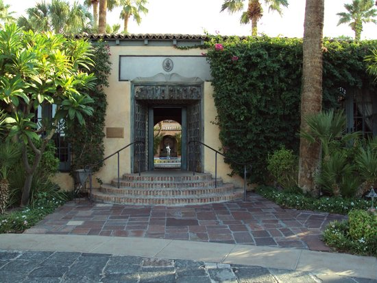 Royal Palms Resort and Spa: Entrance to registration area