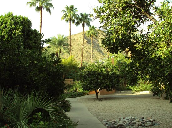 Royal Palms Resort and Spa: On the way to Cervantes Bistro