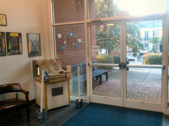 Ingram Planetarium: Entrance foyer