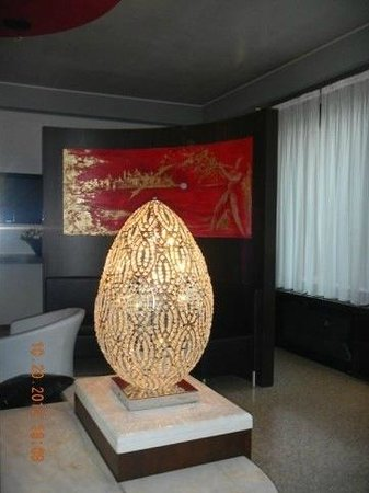 Antony Hotel: Lighted egg in Lobby