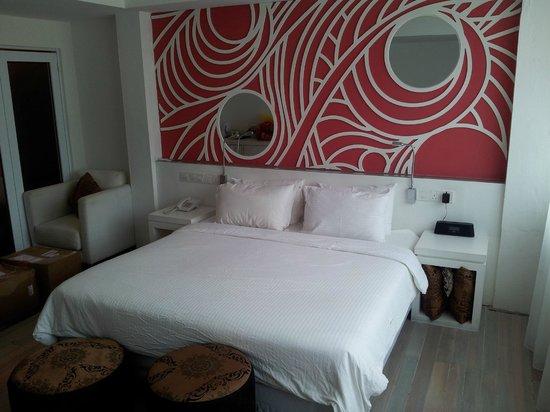 Batik Boutique Hotel: Streetside room