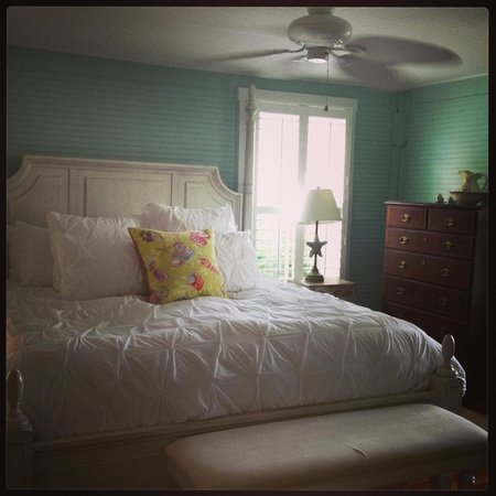 Hotel Beachview Bed and Breakfast: The waterscape room
