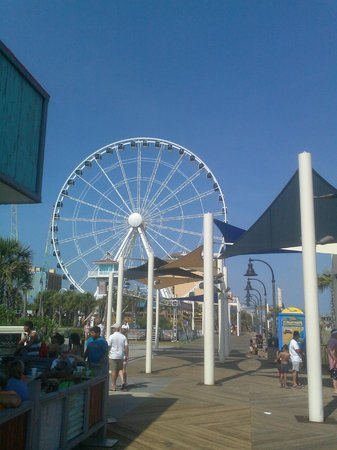 Myrtle Beach Boardwalk & Promenade: Ferris wheel w/air-conditioned cars