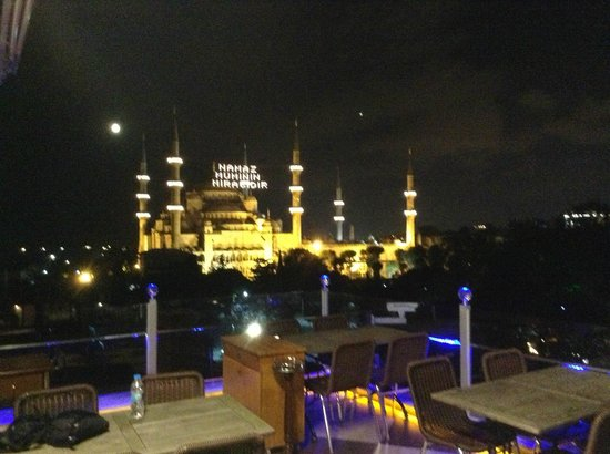 Seven Hills Hotel: Rooftop view of Blue Mosque