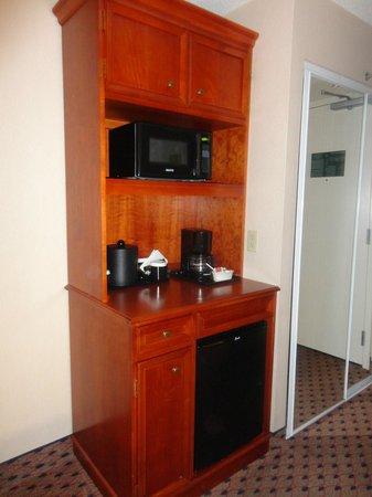 Hilton Garden Inn Secaucus / Meadowlands : Kitchen Area