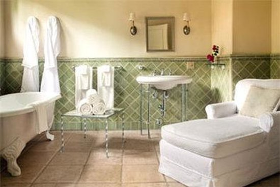The Willows : Marion Davies bathroom
