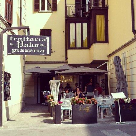 Il Caffe: Pretty outdoor seating area